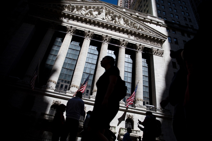 Pedestrians pass in front of the New York Stock Exchange. Photo: Bloomberg