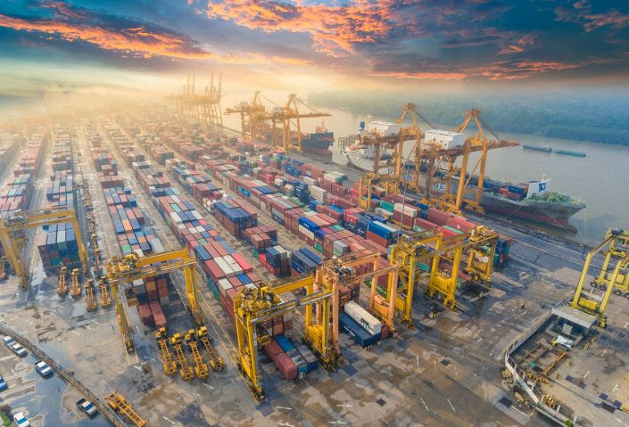 China's foreign trade value declined 9.6% in the first two months this year because of the outbreak. Photo: VCG