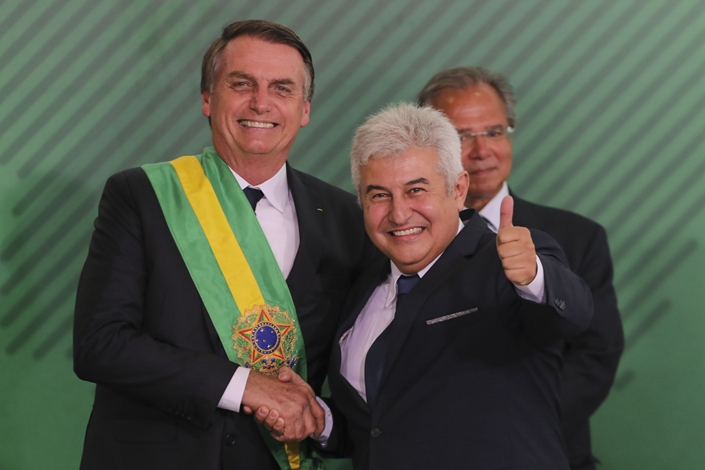 Brazilian President Jair Bolsonaro (left) shakes hands with the country's Minister of Science and Technology Marcos Pontes during the swearing-in ceremony for his cabinet in Brazil's capital on Jan. 1, 2019. Photo: Bloomberg