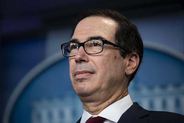 Steven Mnuchin, U.S. Treasury secretary, listens during a briefing with Mike Pompeo, U.S. secretary of state, not pictured, at the White House in Washington D.C., on Jan. 10, 2020. Photo: Bloomberg