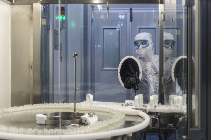 Employees operate on the production lines of Guangzhou Pharmaceutical Group's Baiyunshan Plant in Guangzhou on Oct. 30, 2017. Photo: Bloomberg