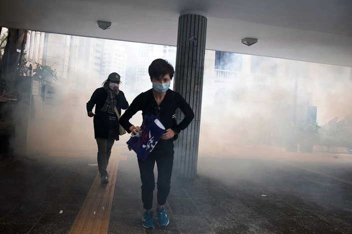 Riot police deploy tear gas at Chater Garden during a rally at Central district on Jan. 19, in Hong Kong, China. Photo: Bloomberg