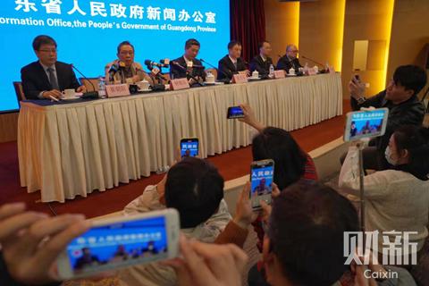 2020年1月21日,广东省政府举行新闻发布会,明确将疫情防控关口前移。图/记者 梁莹菲