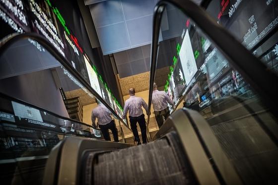 Stocks Slide After Deadly Virus Migrates to U.S.