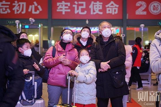 Wuhan Virus Casts Pall Over Peak Holiday Travel Season