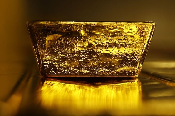 Gold Extends Surge as Virus Spread Spurs Rush to Haven Assets