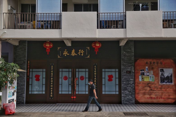 Two women who work at Yong Thai Hang, a Chinese health products shop in Singapore that caters to Chinese tour groups, have come down with the coronavirus, as has a tour guide who led Chinese tourists there. Photo: The Straits Times