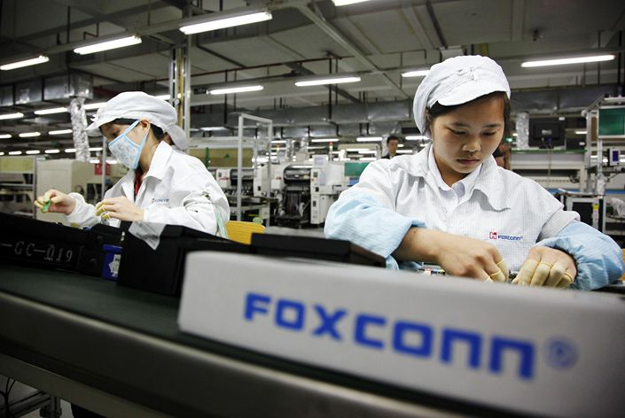 All applicants to Foxconn jobs in the central city of Zhengzhou need to verify their location over the last 15 days using data from their smartphones. Photo: VCG