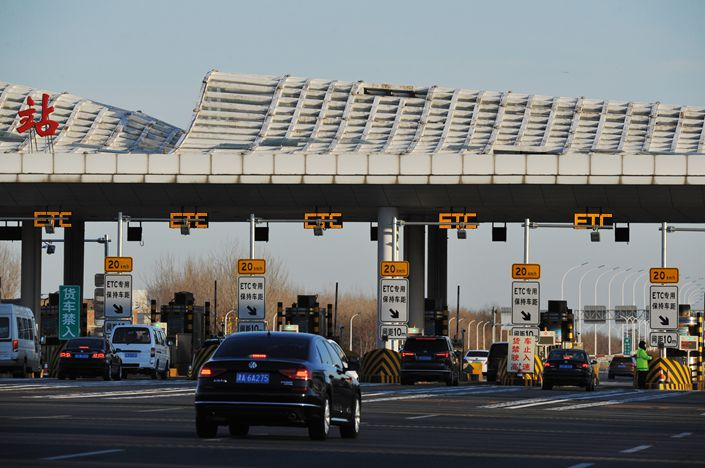 Toll booths on a highway in the nothern city of Tianjin on Dec. 16. Photo: IC Photo