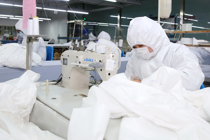 A clothes factory produces protective suits in Nantong, East China's Jiangsu province, on Feb. 19. Photo: IC Photo