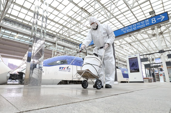 Workers disinfect a railway station in Seoul, South Korea, on Tuesday. Photo: Xinhua News Agency