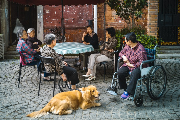 Elderly people chat in Wuhan, capital of Central China's Hubei province, on April 24, 2019. Photo: VCG