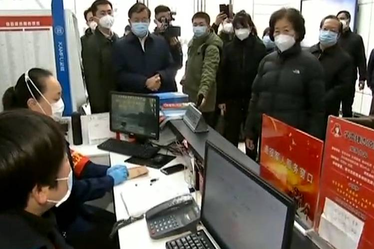 Vice Premier Sun Chunlan leads a tour of Wuhan on Thursday to survey local conditions. Photo: CCTV