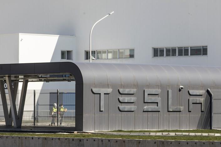 Workers walk through the Tesla Inc. Gigafactory in Shanghai on Feb. 17, 2020. Photo: Bloomberg