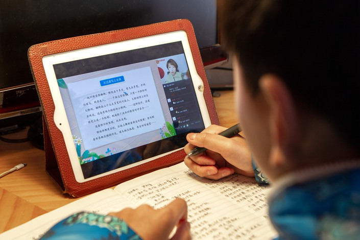 To help pupils keep up with their studies, Beijing has encouraged schools to move their courses online. Photo: IC Photo