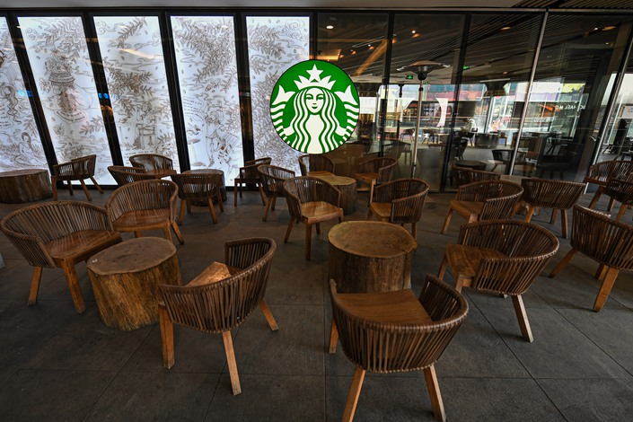 Starbucks has projected that the COVID-19 outbreak will reduce its expected revenue from China in the quarter ending March 31 by $400 million to $430 million.  Photo: IC Photo