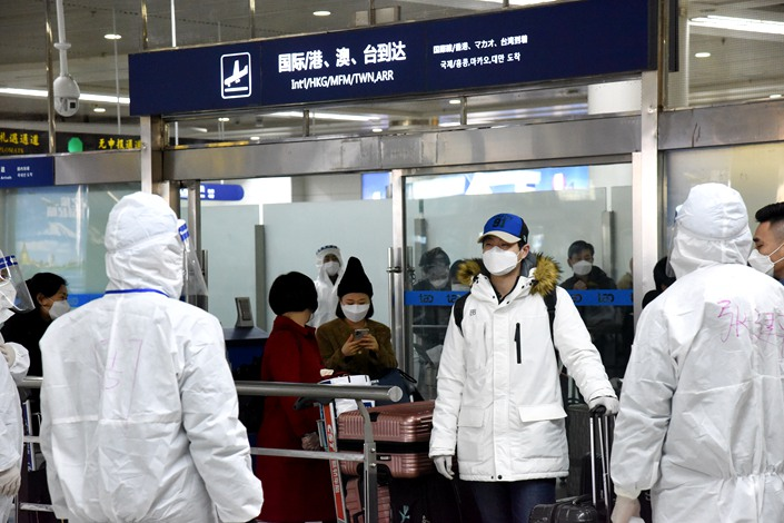 Travelers queue up at the Qingdao Liuting International Airport on March 5. Photo: Xinhua