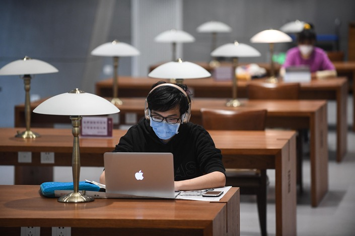 People study in a recently reopened library in Taiyuan, Shanxi province, on March 31. Photo: People.vcg