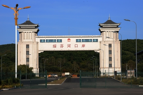 The Suifenhe border crossing is one of the few places where Chinese people living in Russia can come home after Russia shut down international flights earlier this month. Photo: VCG