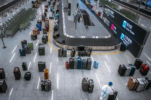 两班美国小留学生包机抵达国内  接回近400人