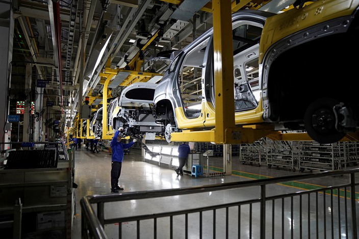 Chinese car manufacturer profits plunged 80.2% in the first quarter, more than twice the average industrial profit slump of 36.7%, data from China's National Bureau of Statistics showed.