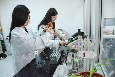 """国常会:科研项目经费的用""""人""""费用可达50%以上"""