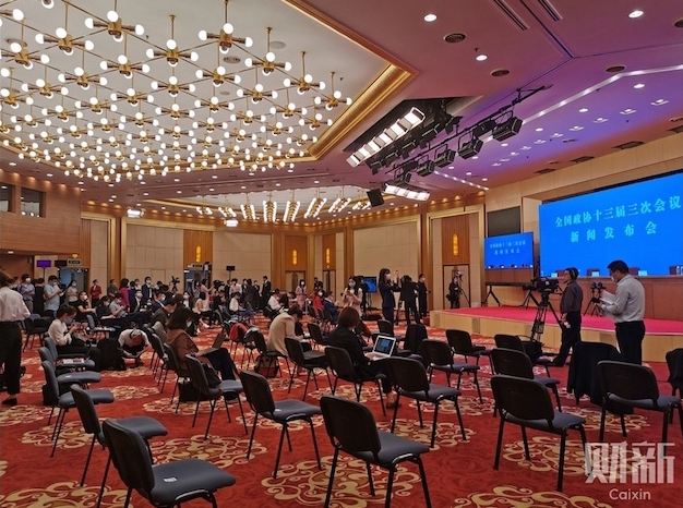 Journalists sit apart from each other during the video-streamed press conference May 20of the CPPCC. Photo: Luo Guoping/Caixin