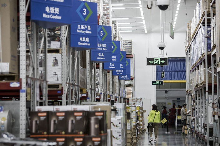 Customers browse a Sam's Club store in Zhuhai, Guangdong in 2016. Photo: Bloomberg