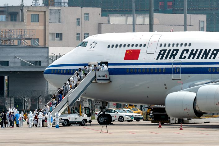 American officials have said the reason for ongoing delays in passenger flights from the U.S. to China is because Chinese authorities are submitting the relevant paperwork without enough notice.