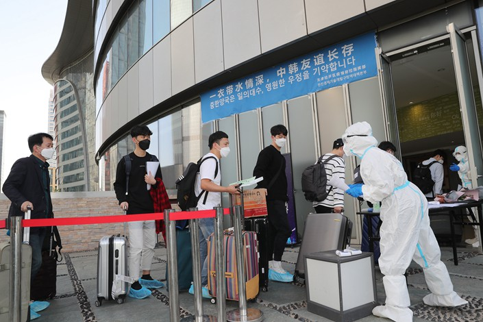Samsung employees just in from South Korea have their temperatures taken in the northern city of Tianjin on May 10.