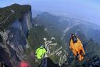 体坛 为什么登珠峰和翼装飞行殊途同归?