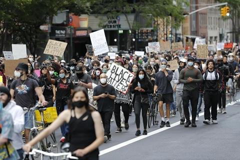 美学者:抗议运动对川普选情是利还是弊?