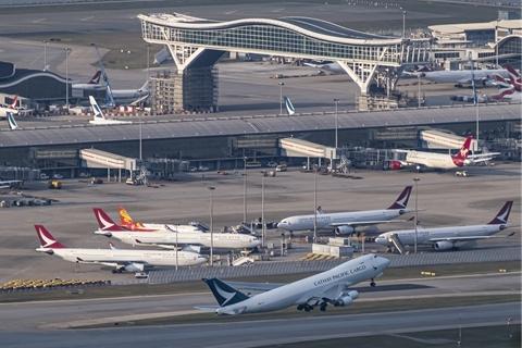 21名留学生滞留海外 中转香港新加坡回国路不通