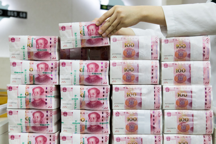 An employee arranges genuine bundles of Chinese one-hundred yuan banknotes at the Counterfeit Notes Response Center of KEB Hana Bank in Seoul, South Korea, on Aug. 14, 2017. Photo: Bloomberg
