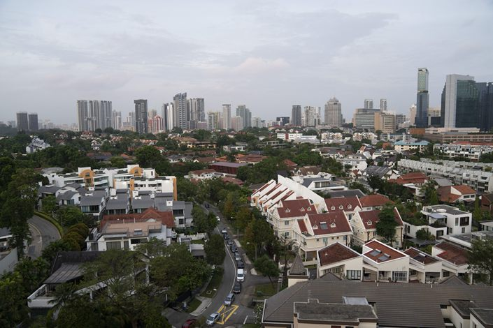 Vehicles drive along a road as houses and residential buildings stand in the Newton area of Singapore, on Jan. 24, 2019. Photo: Bloomberg