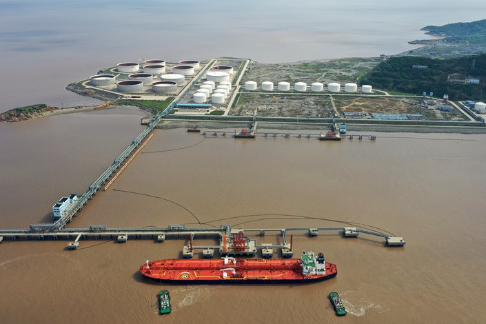 A ship carrying crude oil is moored at the Huangzeshan oil transfer terminal in Zhoushan, East China's Zhejiang Province, May 12.