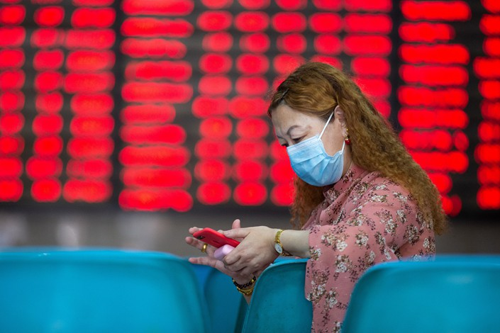An investor watches the day's share prices Monday at a stock trading hall in Nanjing, East China's Jiangsu province.