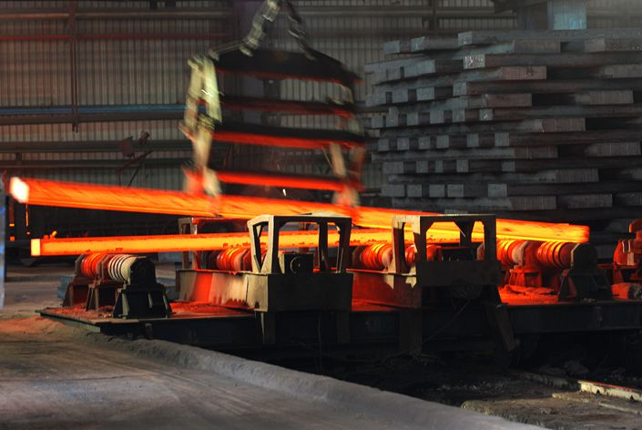 The plan also encourages local steel companies to take part in overseas mergers and build plants abroad.