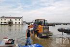 洪水直击|安徽庐江石大圩决口50米  附近居民紧急转移