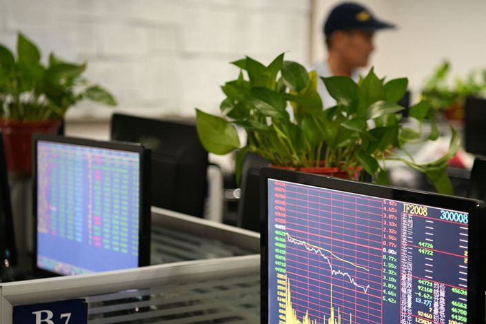 An investor learns about the stock market Friday in Jiujiang, East China's Jiangxi Province.