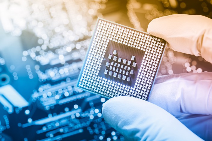Certain Chinese chipmakers can pay no tax for as many as 10 years under new incentives unveiled by the State Council.