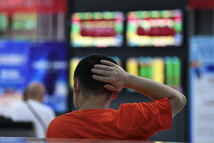 An investor watches the changing stock prices on July 10 at a securities trading hall in Jiujiang, East China's Jiangxi province.