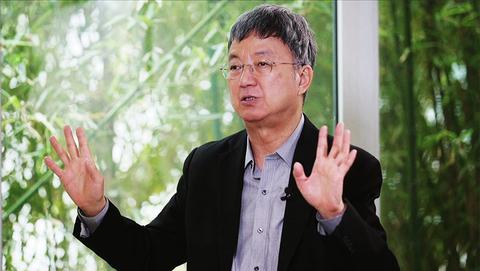 杨澜对话朱民:世界经济两年内不会增长 中国经济政策相对谨慎
