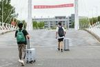 北京多所高校错峰开学 百万在校生如何封闭管理?