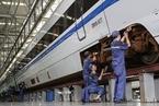 国铁集团上半年巨亏955亿元