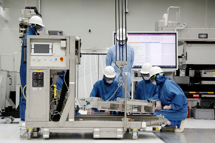 Trainees learn how to assemble and operate an EUV machine on Aug. 20 at an ASML training center in Taiwan.