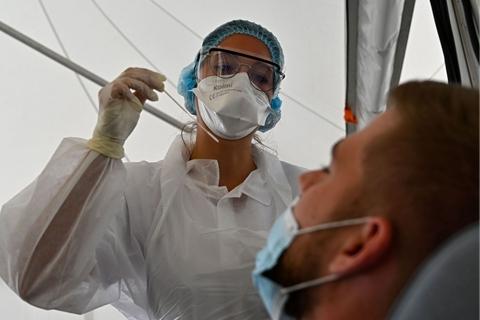最新海外疫情:新冠感染超2744万 累计死亡超89万-第1张图片