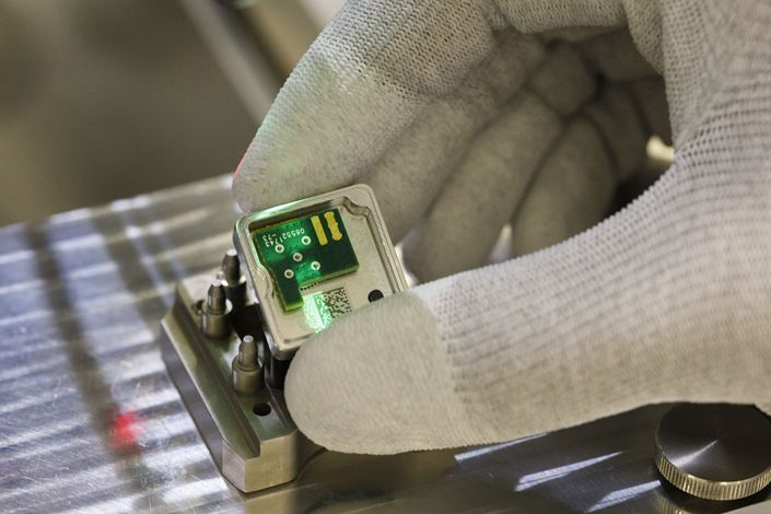 A circuit board sits on a Surround View camera during assembly on the automated driving technology production line at the Continental AG automotive factory in Ingolstadt, Germany, on Friday, March 2, 2018. Photo: Bloomberg