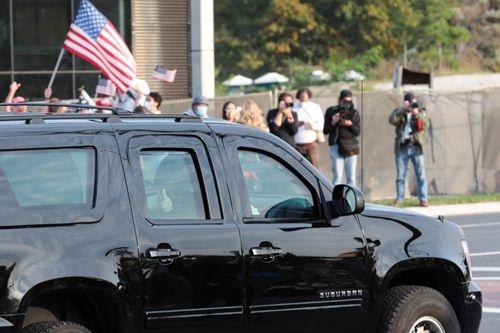 10月4日:特朗普乘专车现身人群 日本拟明春开放游客入境-第1张图片