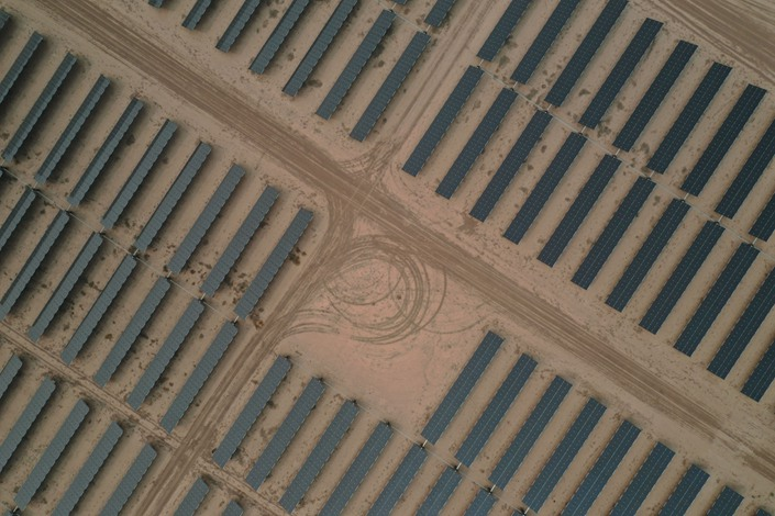 Photovoltaic panels are seen near the U.S.-Mexico border on Sept. 11. Photo: Bloomberg